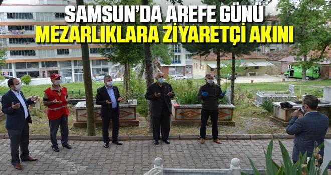 Samsun'da Arefe Günü Mezarlıklara Ziyaretçi Akını