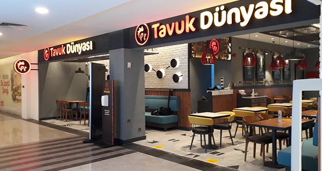 Tavuk Dünyası Uşak'ta Şehrin İlk Restoranını Açtı