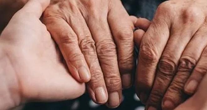 Parkinson, yüz ifadesini ve konuşmayı etkiliyor