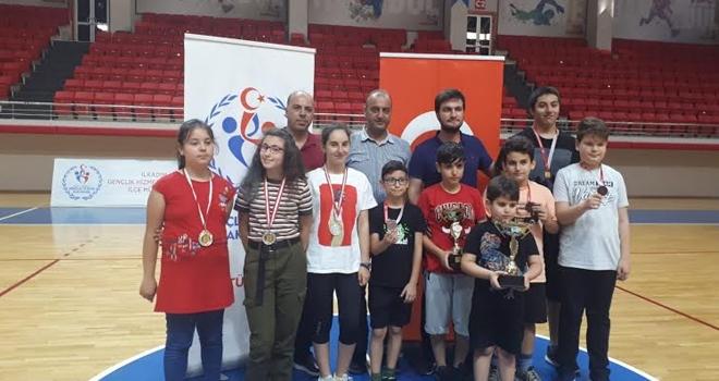 Atakum Belediyespor Satranç Takımı Kupaları Topladı