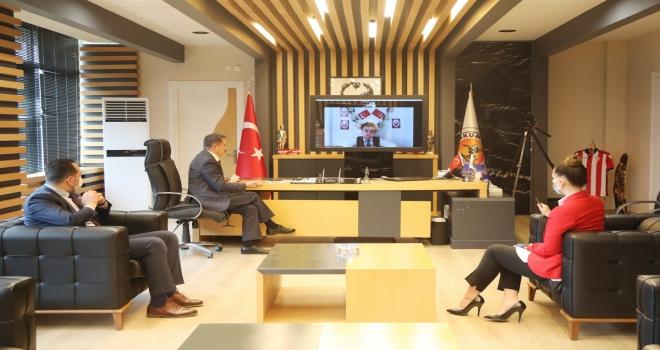 Başkan Deveci makamını  minik başkan Meşhur'a  telekonferansla devretti